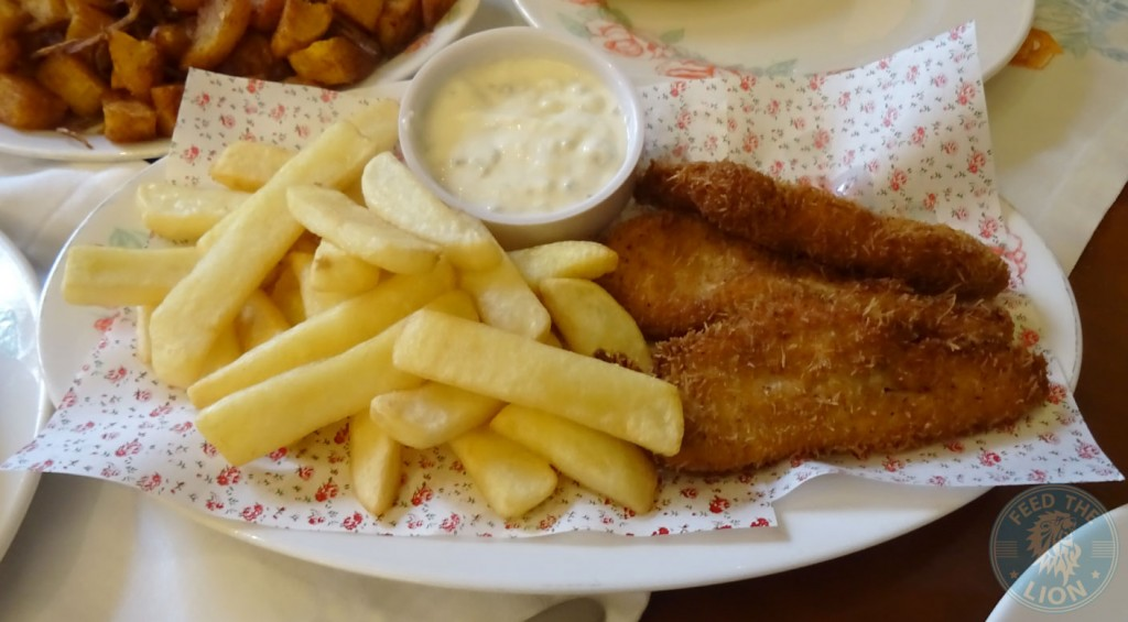 Chicken Nugget with chunky chips and tartar sauce
