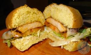 signiture-chicken-burger-cut