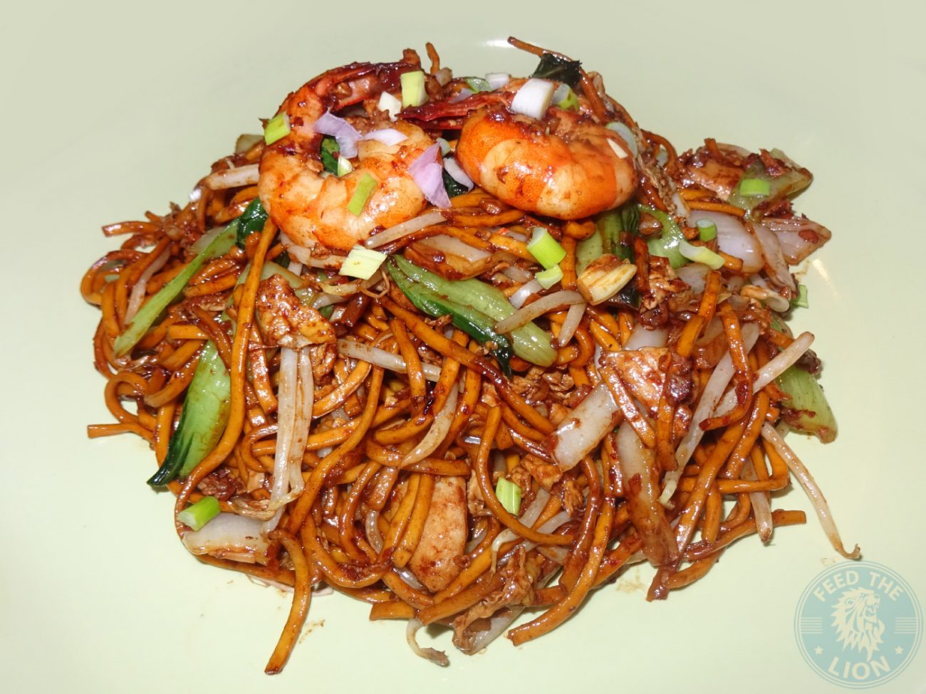 Spicy stir fried egg noodles cooked with chicken, prawn, bean sprouts ...