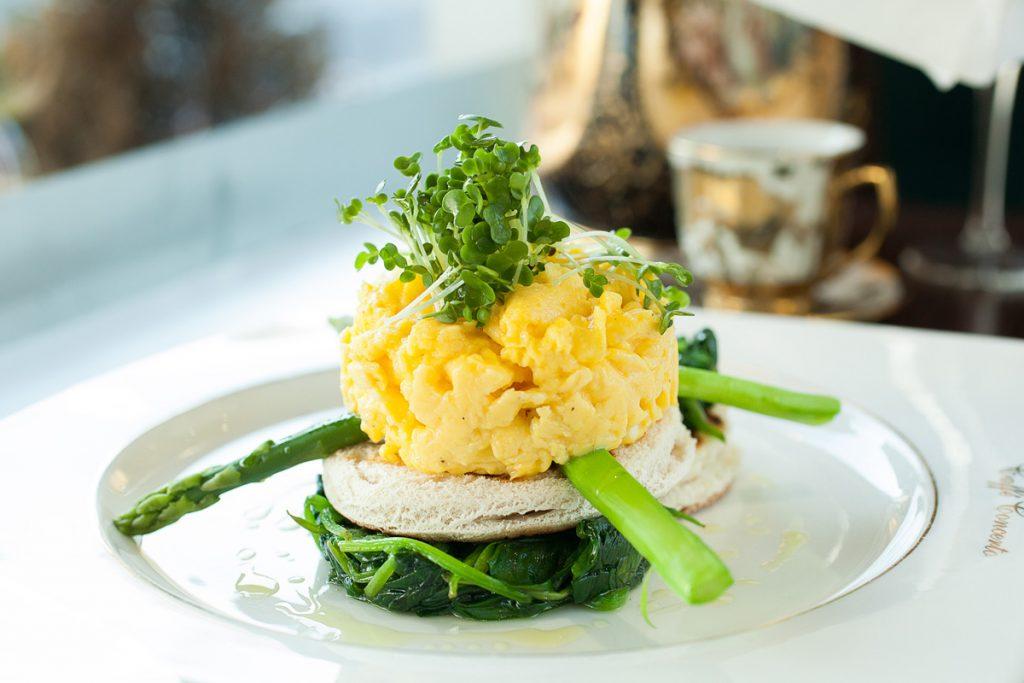 scrambled eggs spinach asparagus