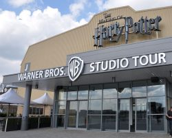 warner brothers studio tour halal food restaurant
